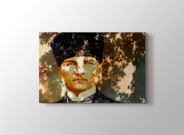 Yaprak Gölgesinde Atatürk