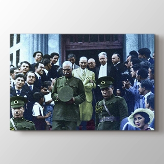 Atatürk Meclisten Çıkarken görseli.