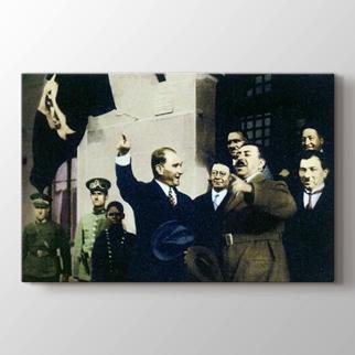 Atatürk Afkan Kralı Amanullah Han ile görseli.