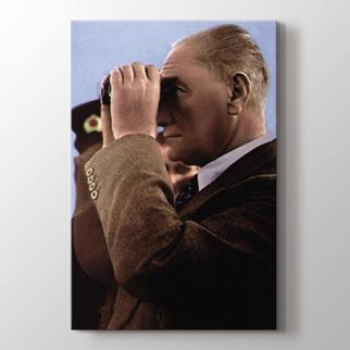 Atatürk'ün Dürbünle Bakışı görseli.